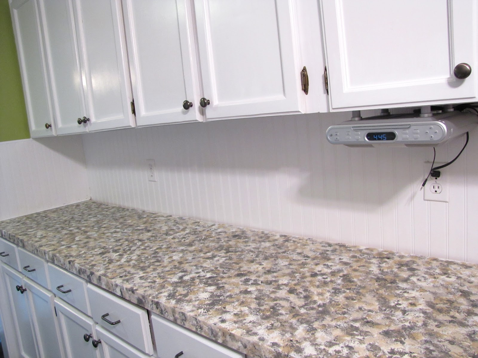 Rustoleum Countertop Paint Application : The Modest Homestead: Kitchen Update: Faux Granite Countertops