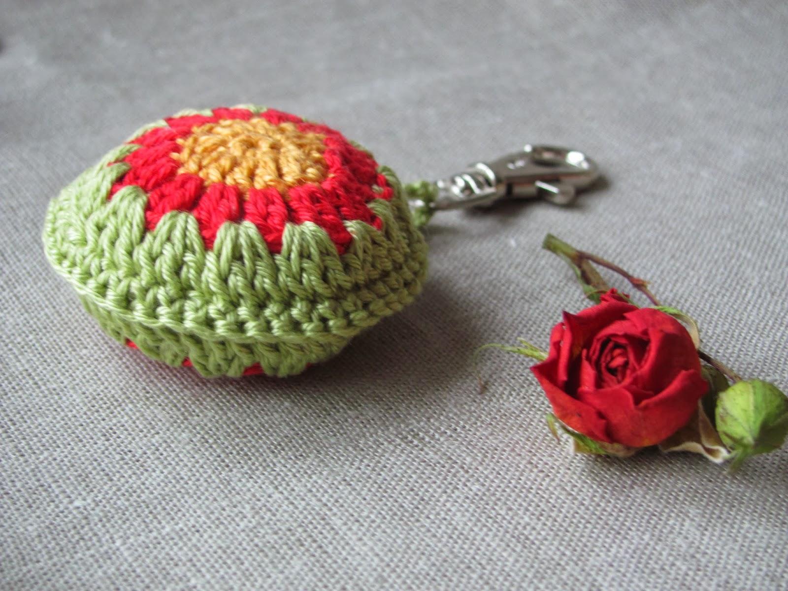 вязаные мелочи, брелки крючком, брелок на сумку, подвеска на сумка, недорогой подарок, подарок сувенир, подвеска для ключей, брелок, брелоки, брелок для ключей. брелок крючком, оригинальный брелок.