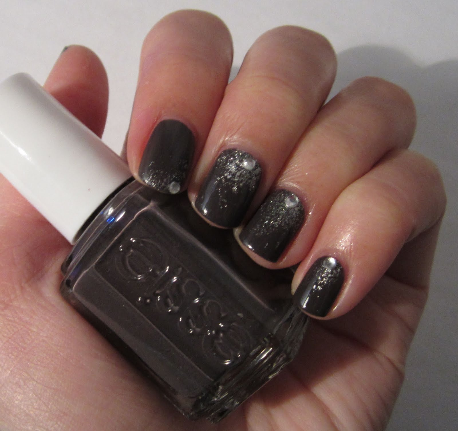 The Nailbourhood: Essie Smokin\' Hot