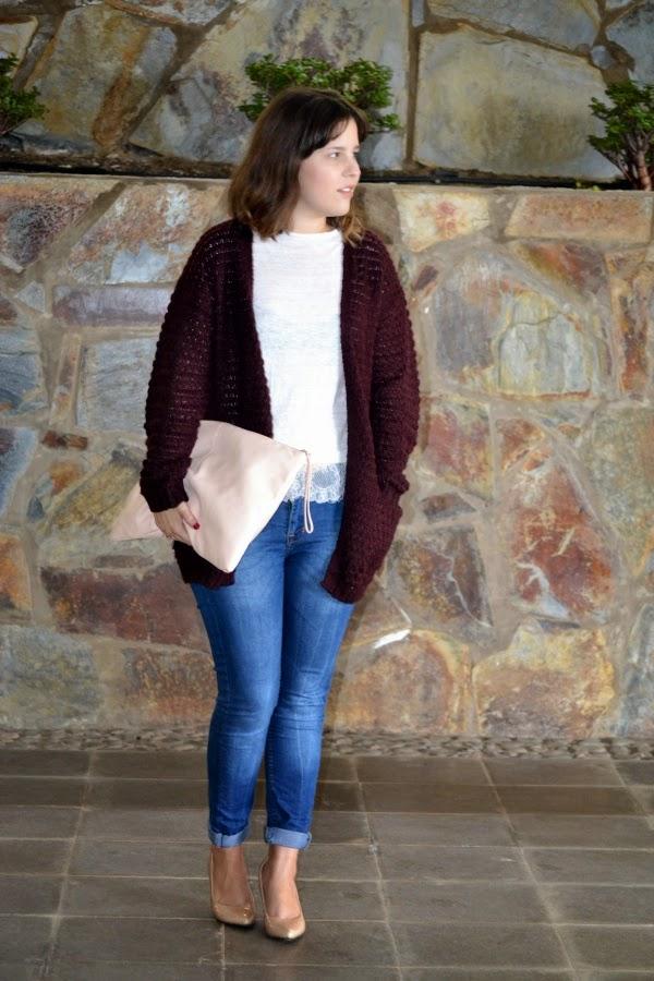 look_outfit_cardigan_oversize_burdeos_zapatos_nude_lolalolailo_01