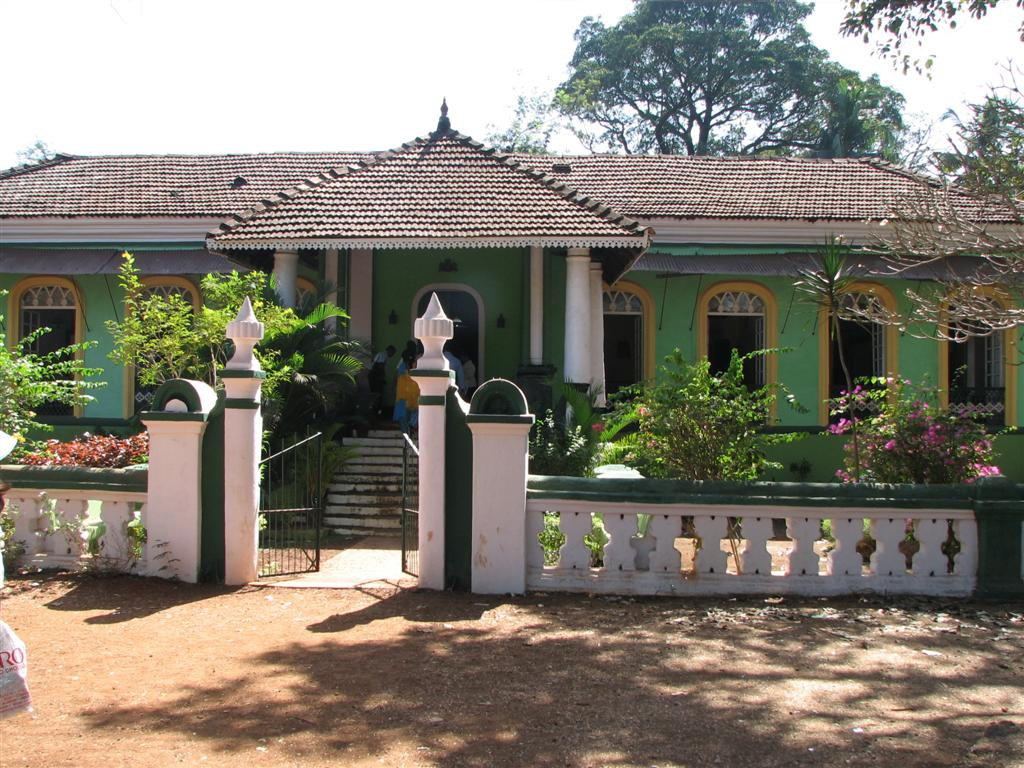 Off the beaten track in and out of old goan homes for Old house tracks