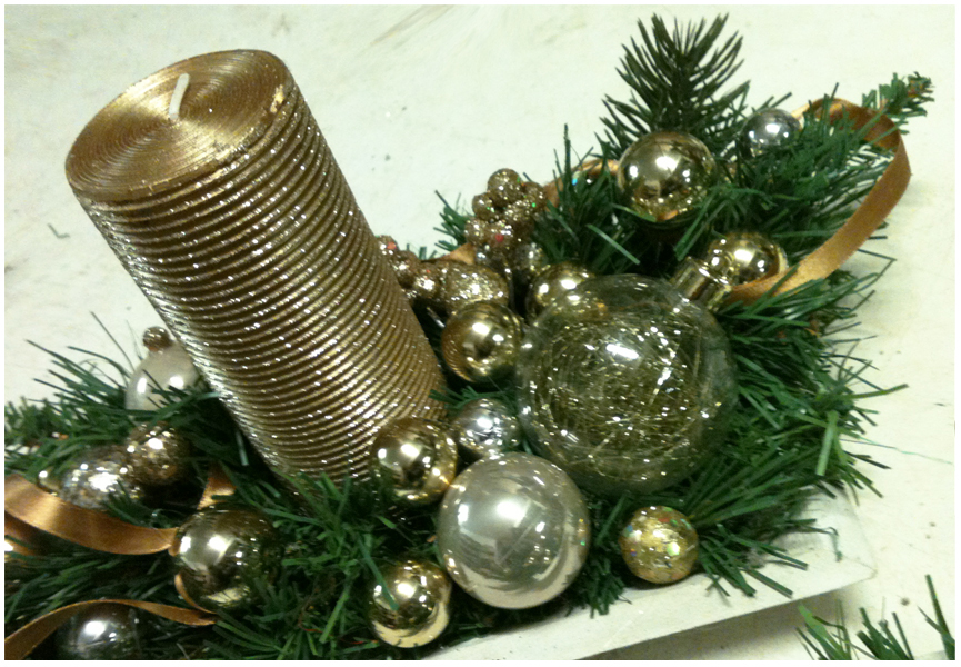 Florist in Rome: Gold Artificial Christmas Centerpieces