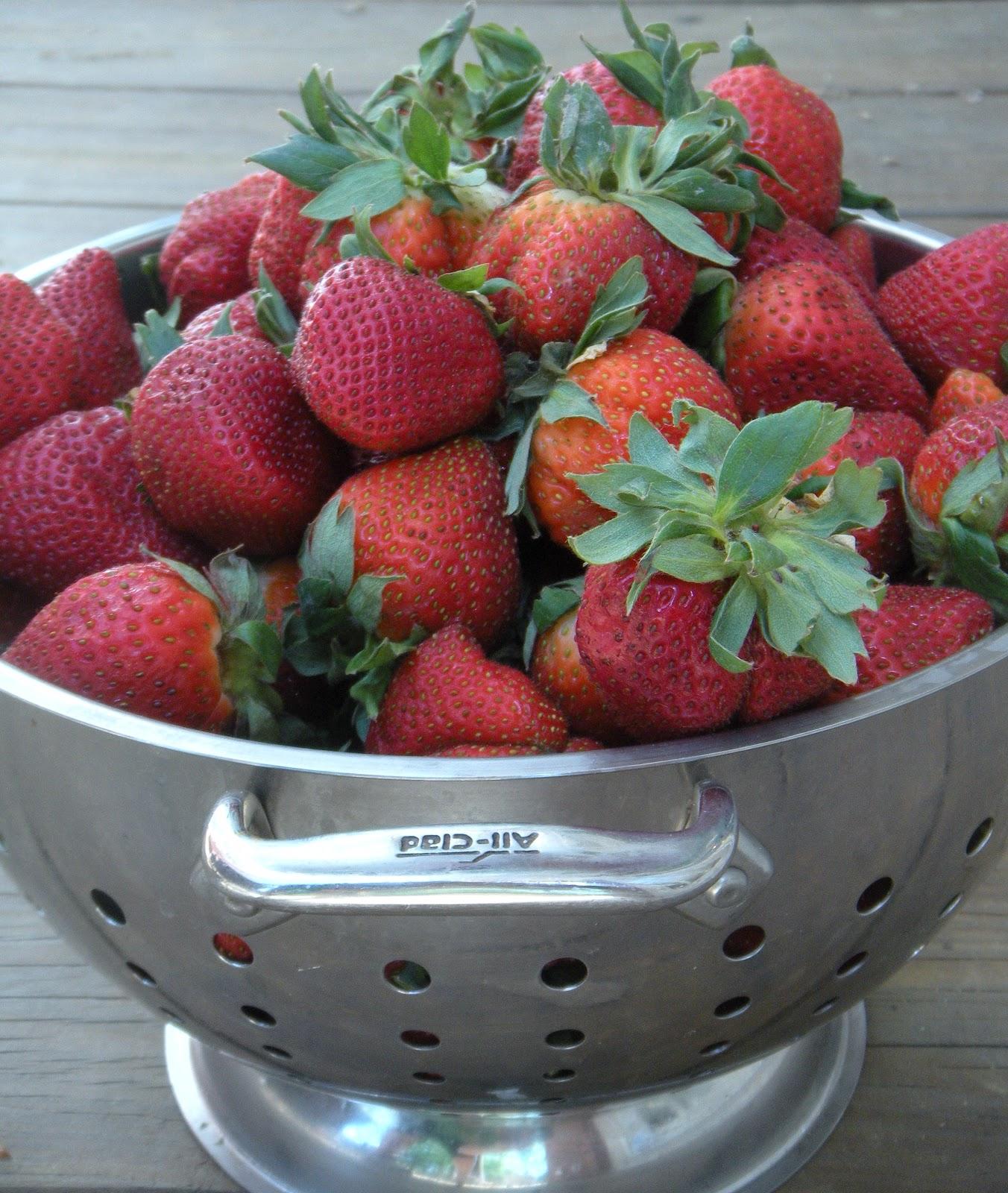 Sweetie Petitti: Enlightened Strawberry Icebox Pie