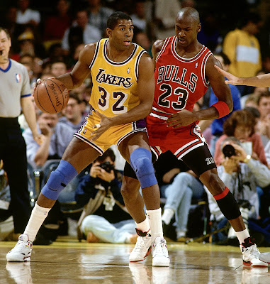 Magic Johnson y Michael Jordan durante un partido