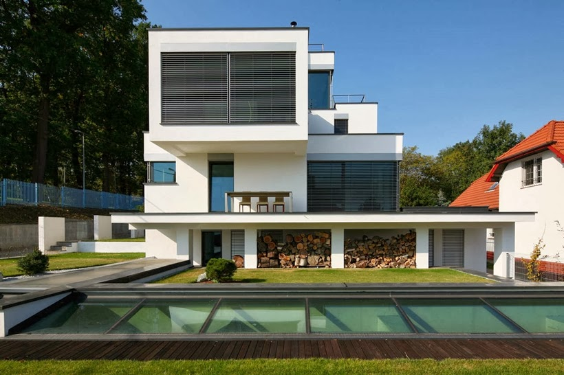 Rear elevation of Modern home in Krakow, Poland