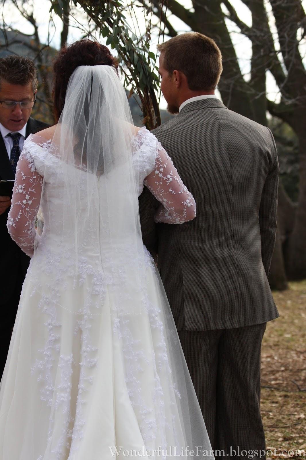 Wonderful life farm winter wedding in california for Winter weddings in california