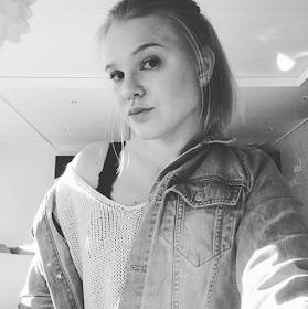 HENNA, 21