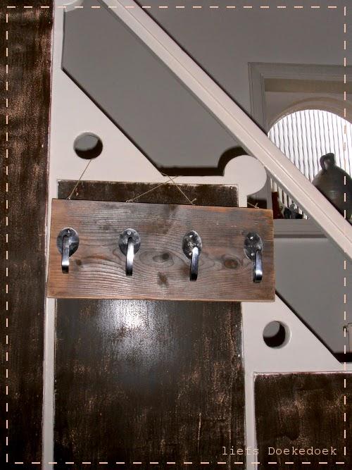 afbeelding van gepersonaliseerde kapstok, door Doekedoek, www.doekedoek.nl