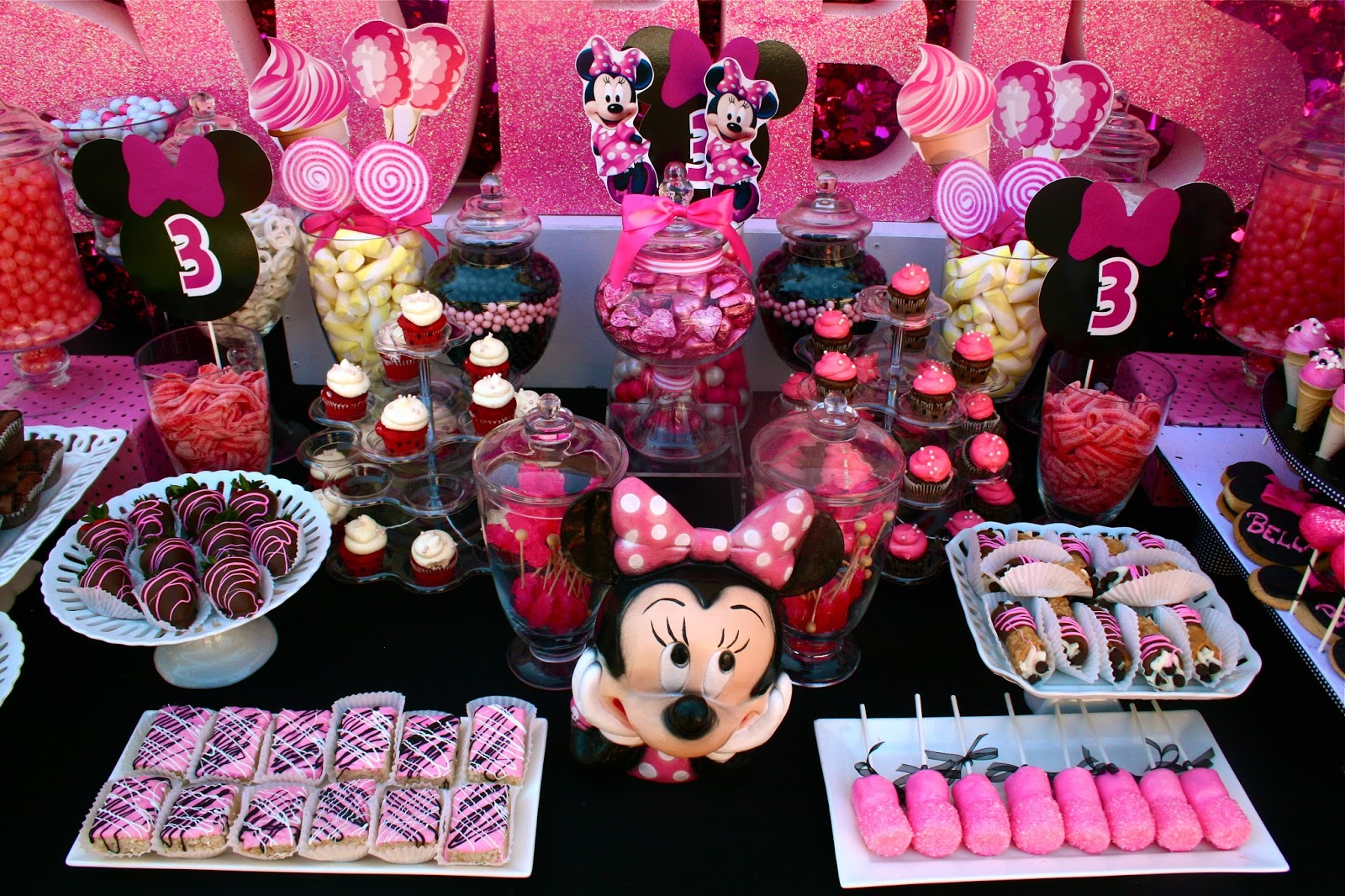33 Minnie Mouse Themed Candy Buffet Ideas | Table Decorating Ideas
