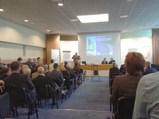 Sympozjum SALOS RP w 2013 r.  Przemawia prof. Zbigniew Dziubiński - fot. Tomasz Janus / sportnaukowo.pl