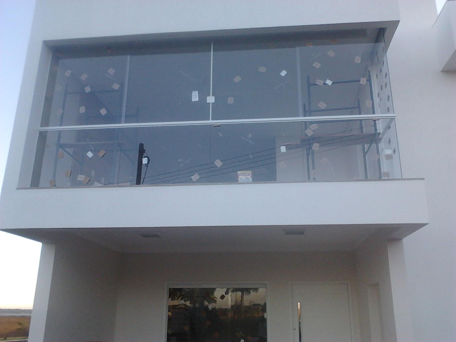 #4F617C  da frente em vidro incolor com vidros fixos e janela no centro 1610 Vidros Para Janelas Guarulhos