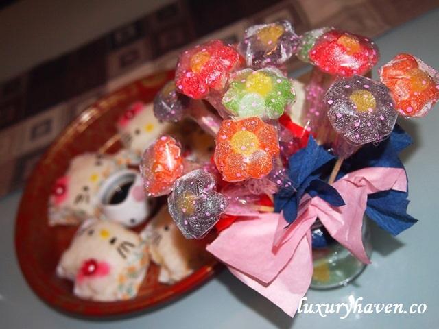 munch ministry flower gummies hello kitty onigiri bento