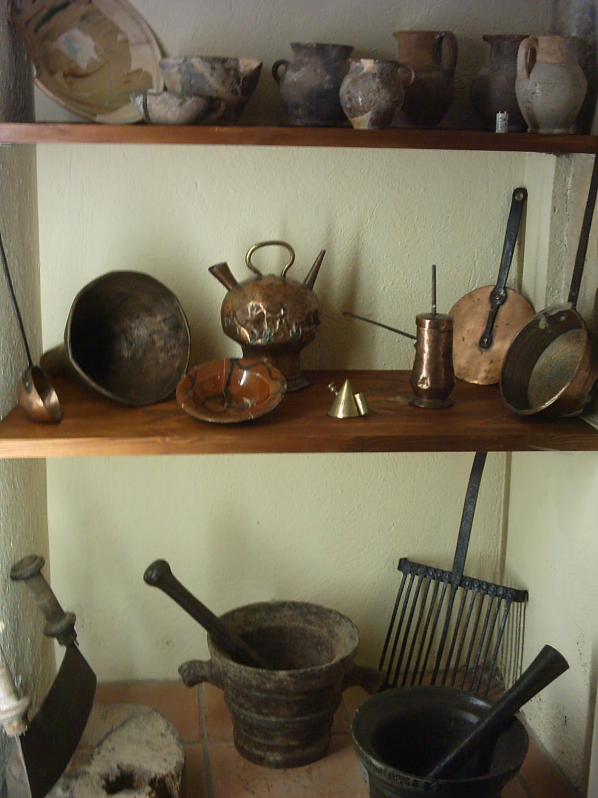 Museo exposiciones arte y ensayos utensilios de cocina for Utensilios decoracion cocina