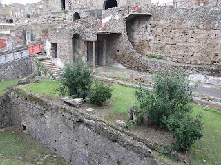 Puerta Marina   - Extremo norte del pórtico de la Villa imperial visto desde la Porta Marina