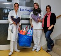 Übergabe der Herzkissen aus der 2. Aktion von fapilu* an die Brustambulanz der Bonner Uni-Frauenklinik