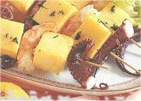 Spiedini di gamberi, polipo e polenta