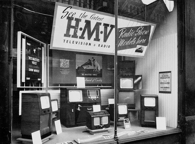 45 black and white photos of hmv shop in oxford street london in the 1950s vintage everyday. Black Bedroom Furniture Sets. Home Design Ideas