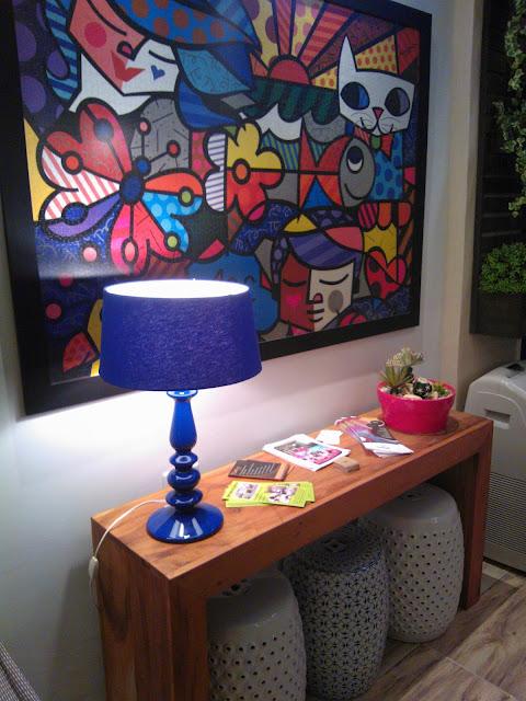 abajur e quadro de Romero Brito - sala de leitura Senac - Santos Arquidecor 2013