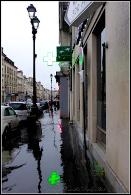 Reflet de pharmacie reflection rain