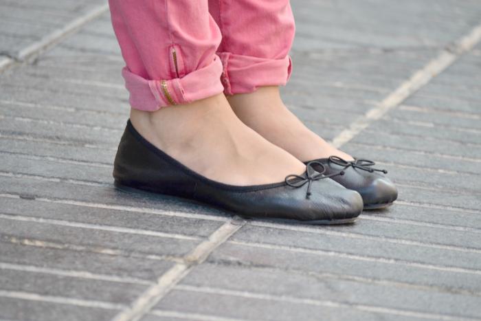 look_outfit_pantalon_rosa_blusa_corazones_bailarinas_piel_bolso_calaveras_ebay_nudelolablog_02