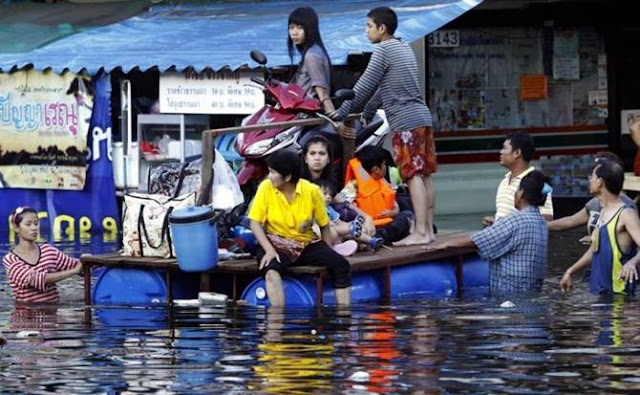 Flood in Thailand - Help for Thailand Seen On www.coolpicturegallery.us