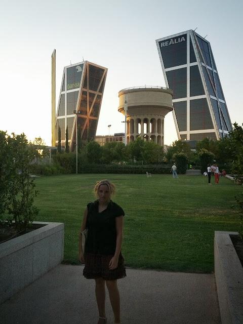 Una mirada a la plaza de castilla conmimochilacuestas - Torres kio arquitecto ...