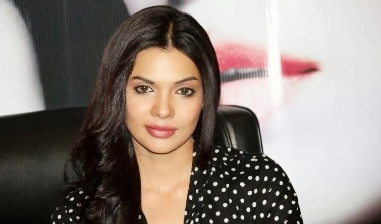Pakistani+Actress+Sara+Loren002