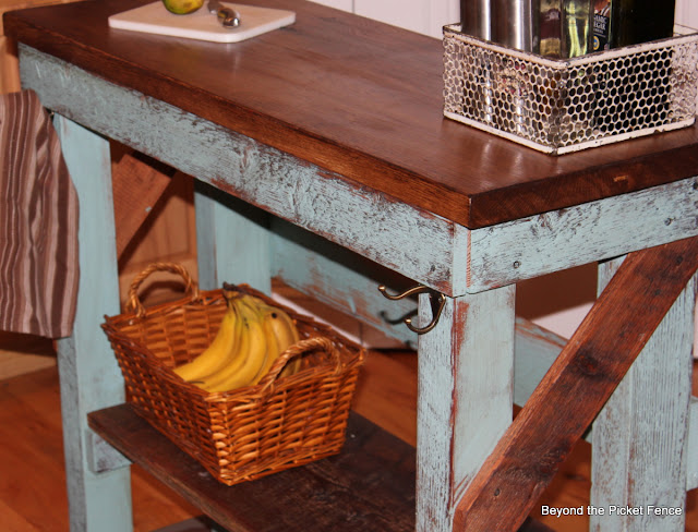 reclaimed wood island tutorial http://bec4-beyondthepicketfence.blogspot.com/2013/06/island-tutorial.html