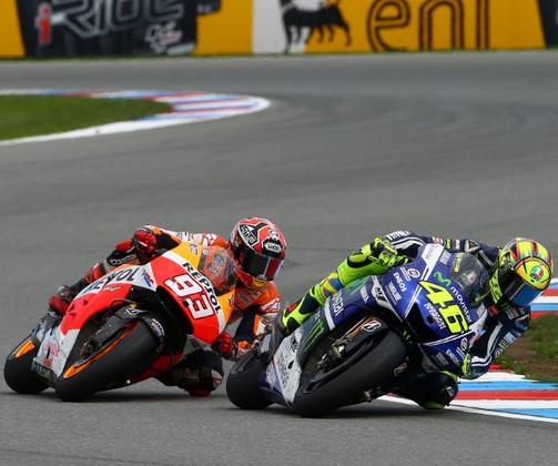 Rossi jatuhkan Marquez