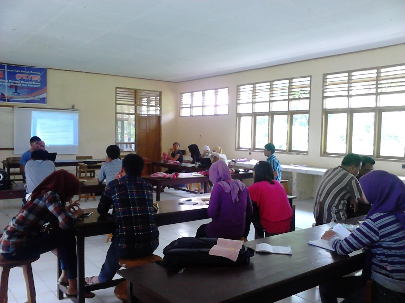 Pembina Kelompok Ilmiah RemajaGanesha SMAN 1 Mappedeceng Taufik Sandi ...