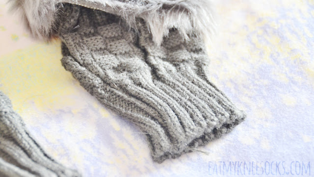 Details on Dresslink's dark gray ulzzang-esque Taiwanese/Japanese fashion-inspired fur-trim fingerless gloves/arm warmers.