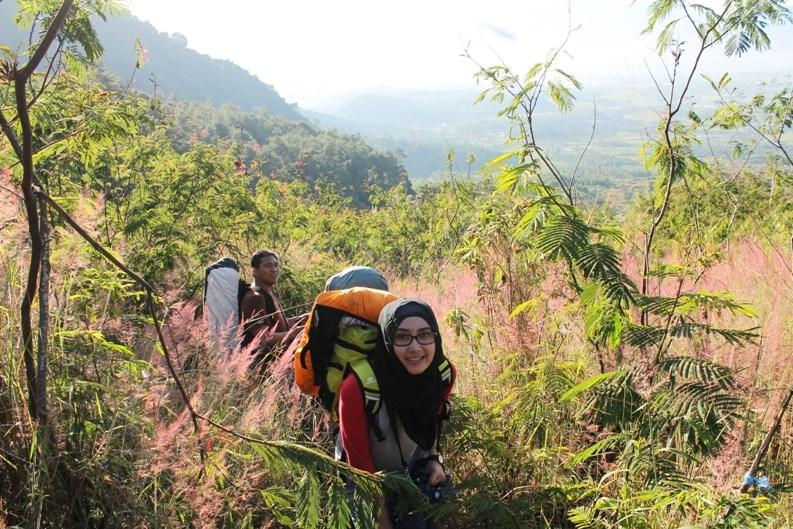 Foto gadis Igo Cantik Hijab Pendaki Gunung Cahya Meythasaru  syar'i