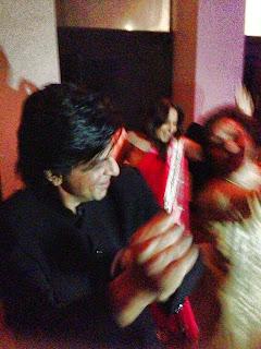 Inside SRK Celebrating Eid and Success of Chennai Express in Mannat