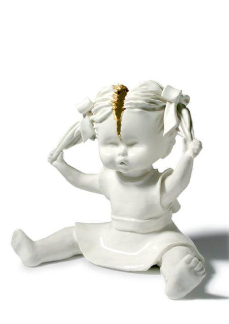Maria Rubinke esculturas porcelana surreais sangue crianças macabras Cabeça rachada