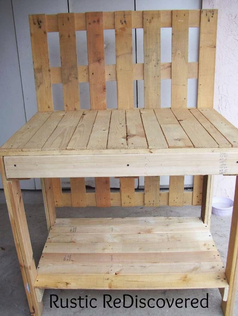 Una hermosa mesa de trabajo para el for Trabajos con palets paso a paso