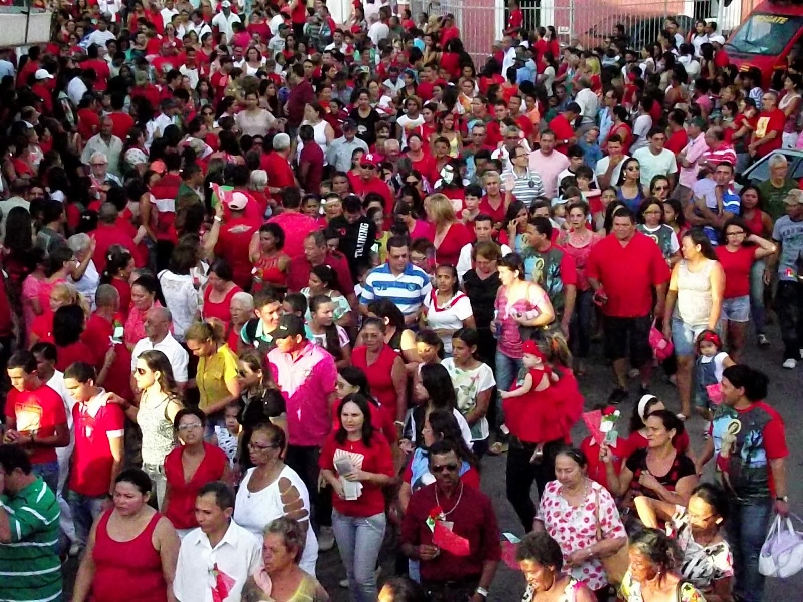 Procissão de São Sebastião Arrasta Uma Multidão de Fiéis em
