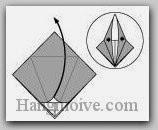 Bước 7: Mở lớp giấy trên cùng ra, kéo và gấp lớp giấy lên trên.