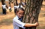 2,000 Nepalese tree-huggers claim world record