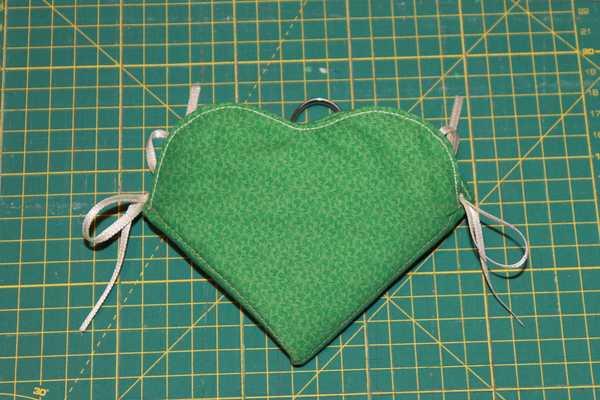 Tutorial come fare un porta aghi di stoffa a - Come fare un porta lettere ...