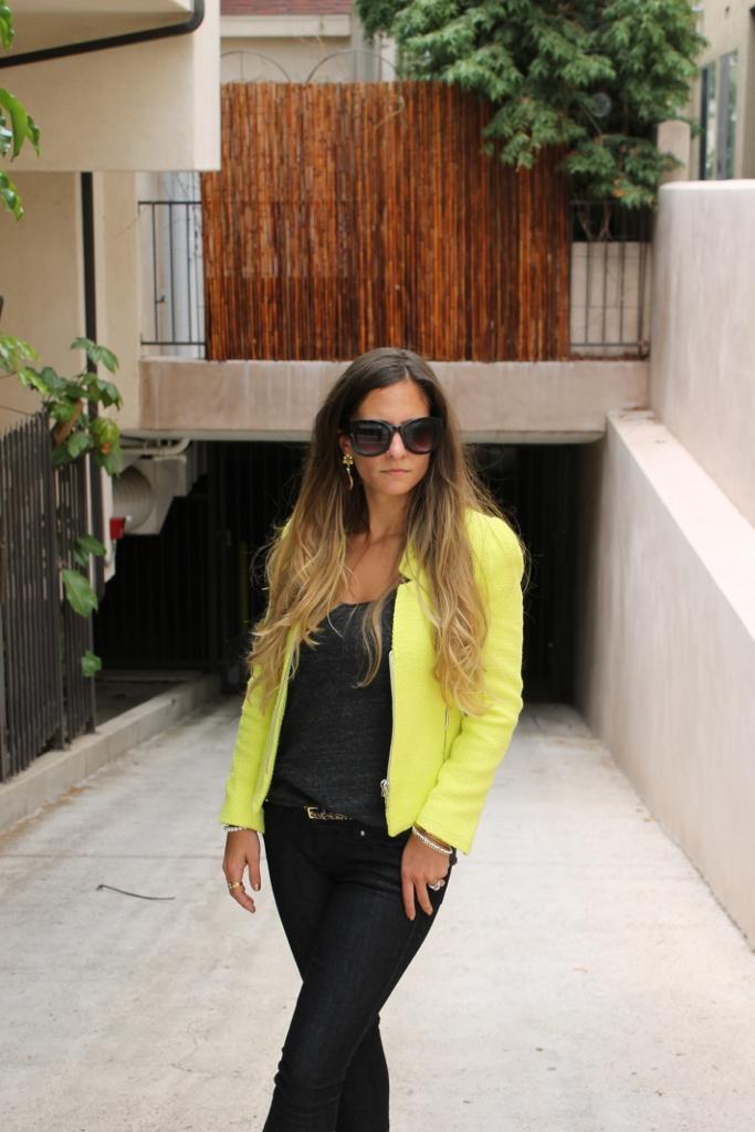 Neon Yellow Zara Blazer. Zara Neon Blazer. Neon Blazer Fashion trend.