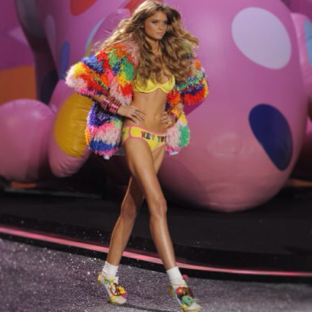 Throwback Thursday With Abbey Lee Kershaw For Victoria S Secret Fashion Show Body Makeup By Kona Tanning