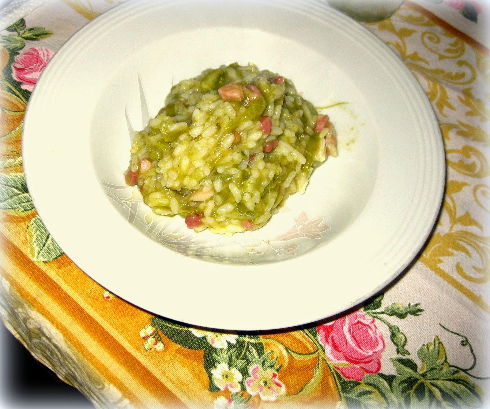 Ricetta di Risotto agli Asparagi Verdi arricchito con Pancetta affumicata, facile, veloce e buonissimo.