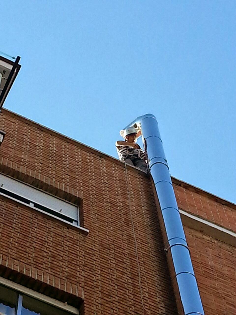 Las chimeneas de ventilaci n y de salida de humos deben for Normativa salida de humos calderas