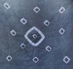 Membuat batik dengan teknik ikat celup oleh siswa MTsN Model Kuripan
