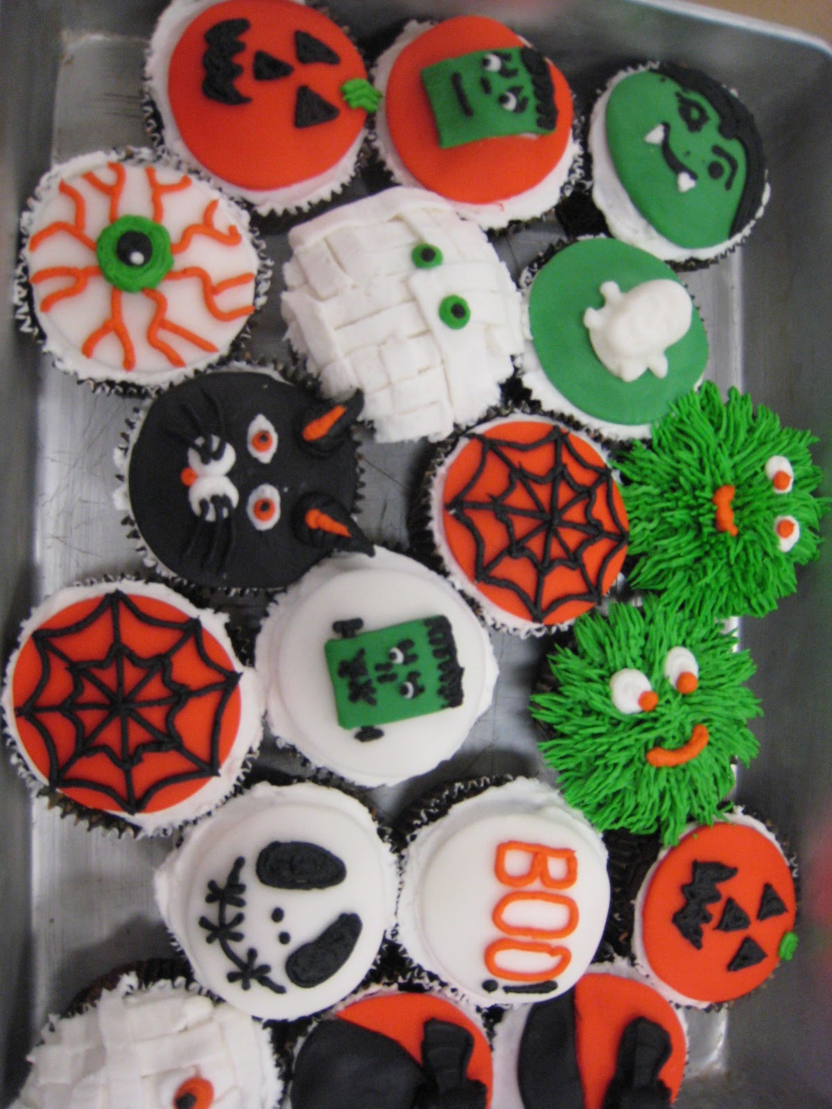 Judy cakes sugar arts halloween cupcake decorating class - Halloween decorations for cupcakes ...