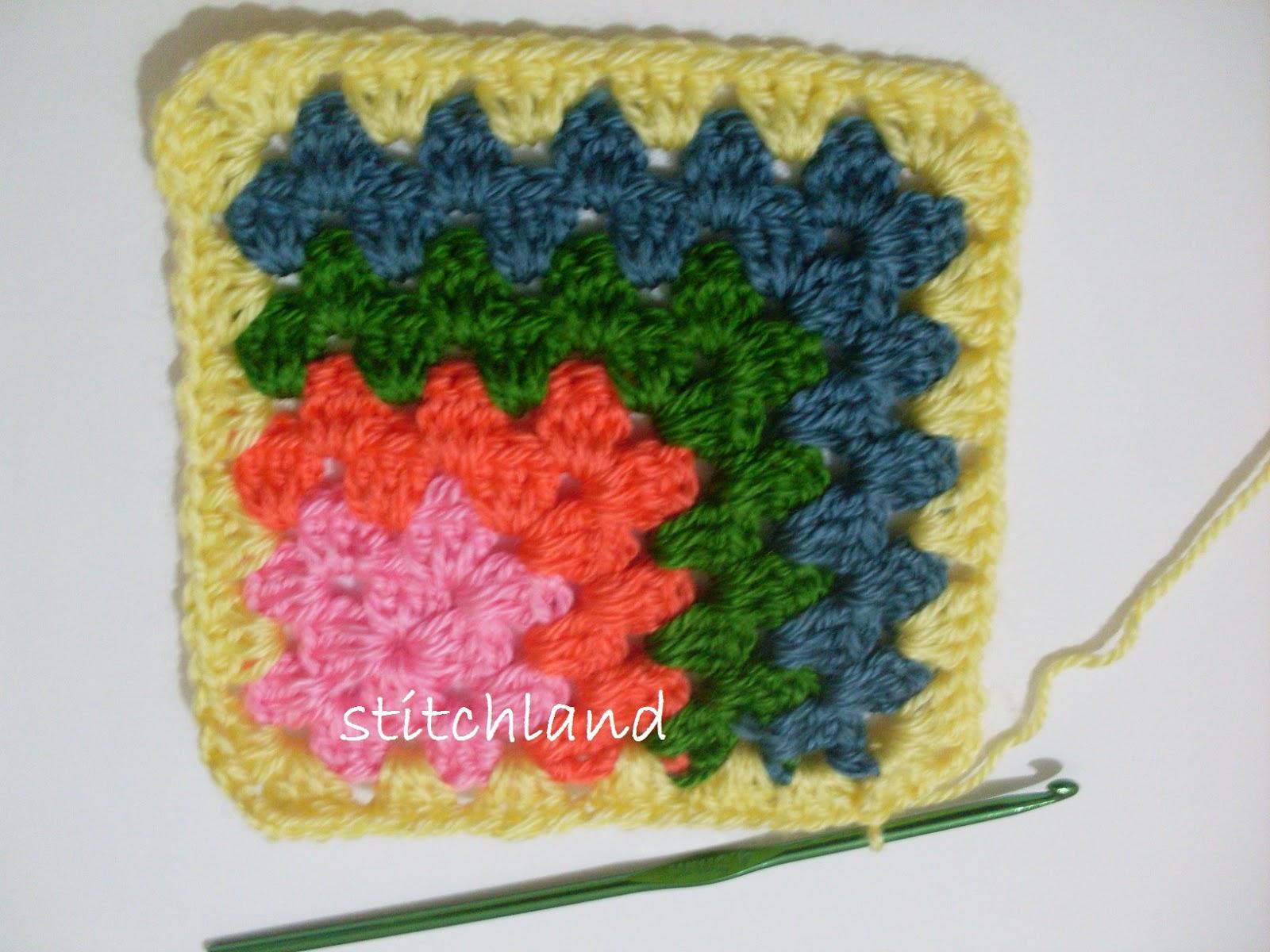 Вязание разноцветных квадратов