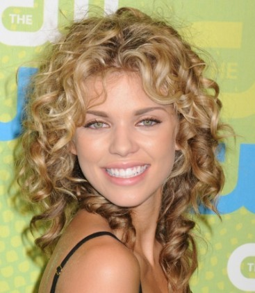 http://1.bp.blogspot.com/-LMmwPOqLxjY/Tdn4fk5wtEI/AAAAAAAAABs/5MkV0HV9T-Y/s1600/2011-shoulder-length-curly-hairstyle.jpg