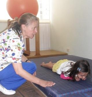 niña en centro de terapia ocupacional en Bogota