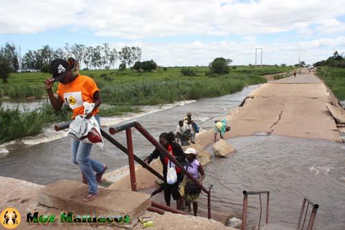 Um Povo, Um Rio, Uma Ponte Quebrada
