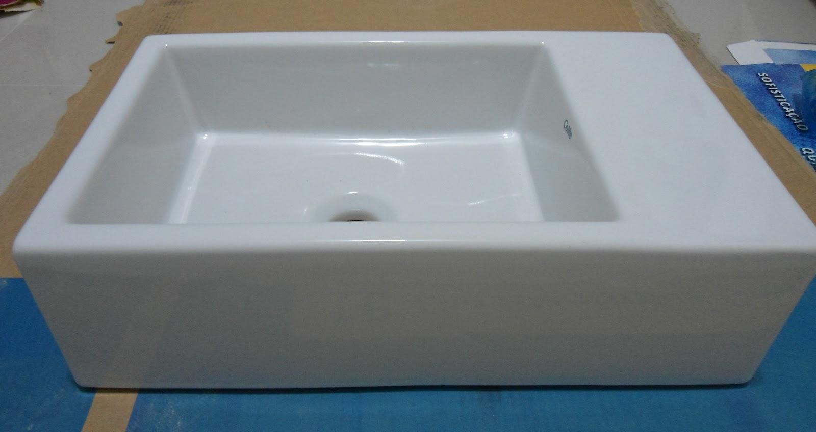 Ela é da celite e tem apenas 25 cm de largura. #274D68 1600x848 Bancada Banheiro Estreita